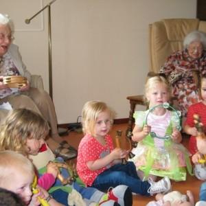 Peuters bij bejaarden