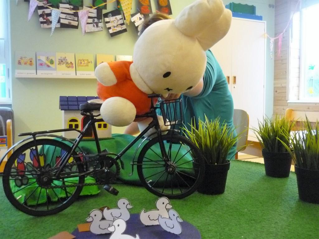 Verteltafel 'Nijntje op de fiets' (002)